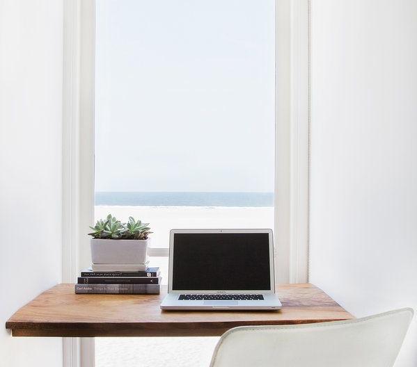 clutter-free-desk